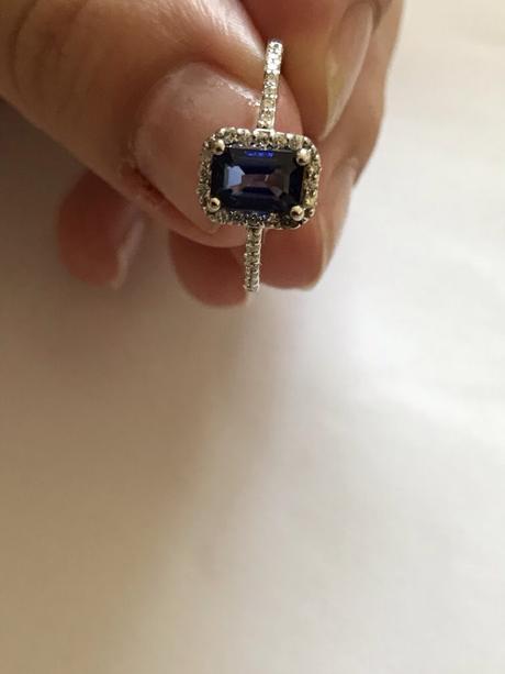 Zásnubní prstýnek - zlato, safír, brilianty,