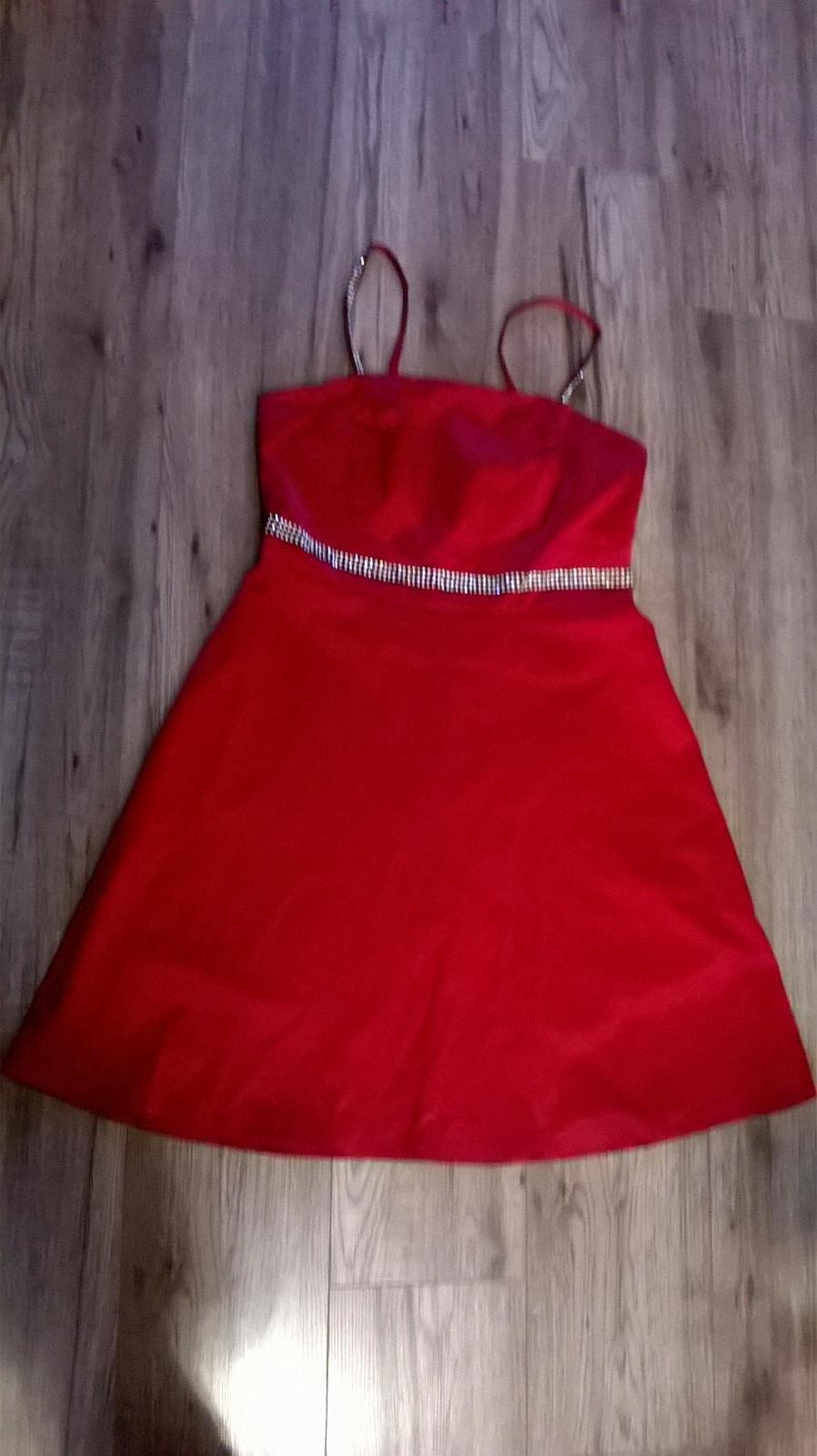 Červené šaty velikosti 42 s kamínky 14d8588555