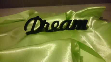 Dřevěný nápis Dream,