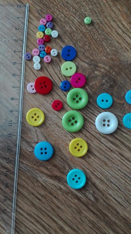 Knoflíky - barevné, různé velikosti,