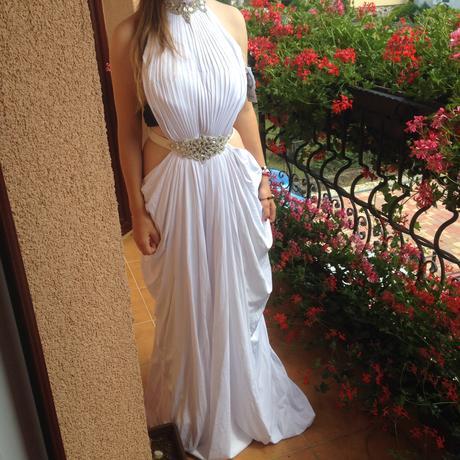 Extravagantné spoločenské šaty , M