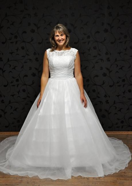 Svatební šaty Tara, 40