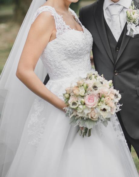 Svadobné šaty - ručne šité, 36