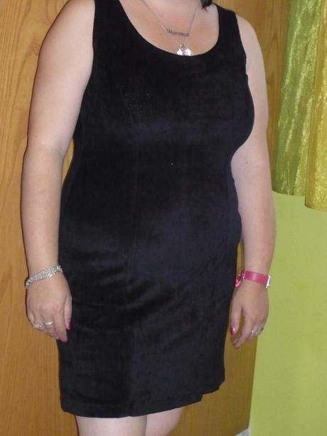 Zamatove šaty, 40