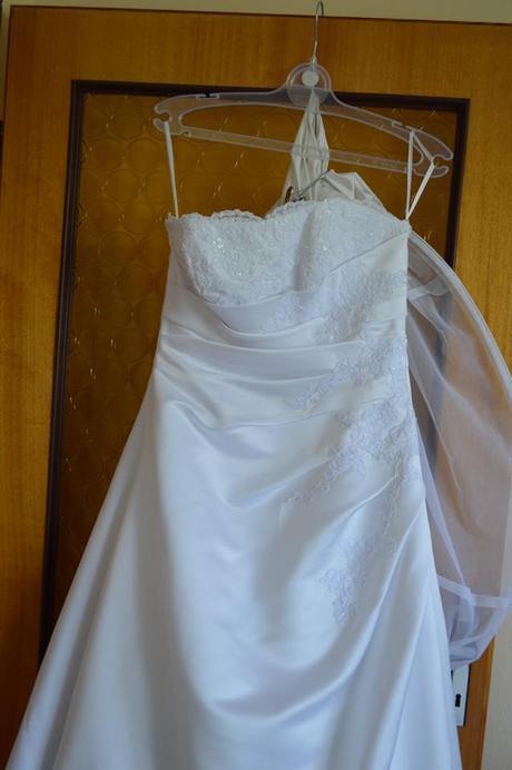 svatební šaty vel 38-42 a vleckou, 38