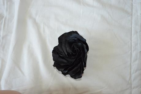 Satenové černé šaty na ramínka, 34