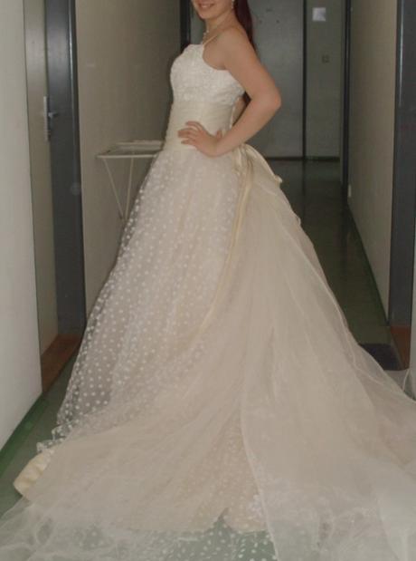 Výnimočné bodkované šaty , 38