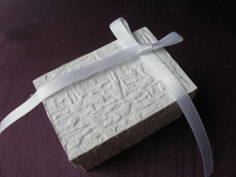 Biele krabičky na darčeky-poskladané/pevné,