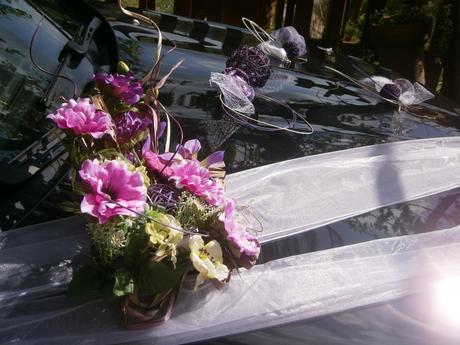 Fialová ikebana na auto + mašle,