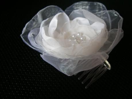 Veľký biely kvet do vlasov,