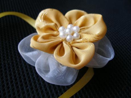 Zlato-biele náramky pre družičky,