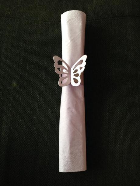 papírový kroužek na ubrousky motýl,