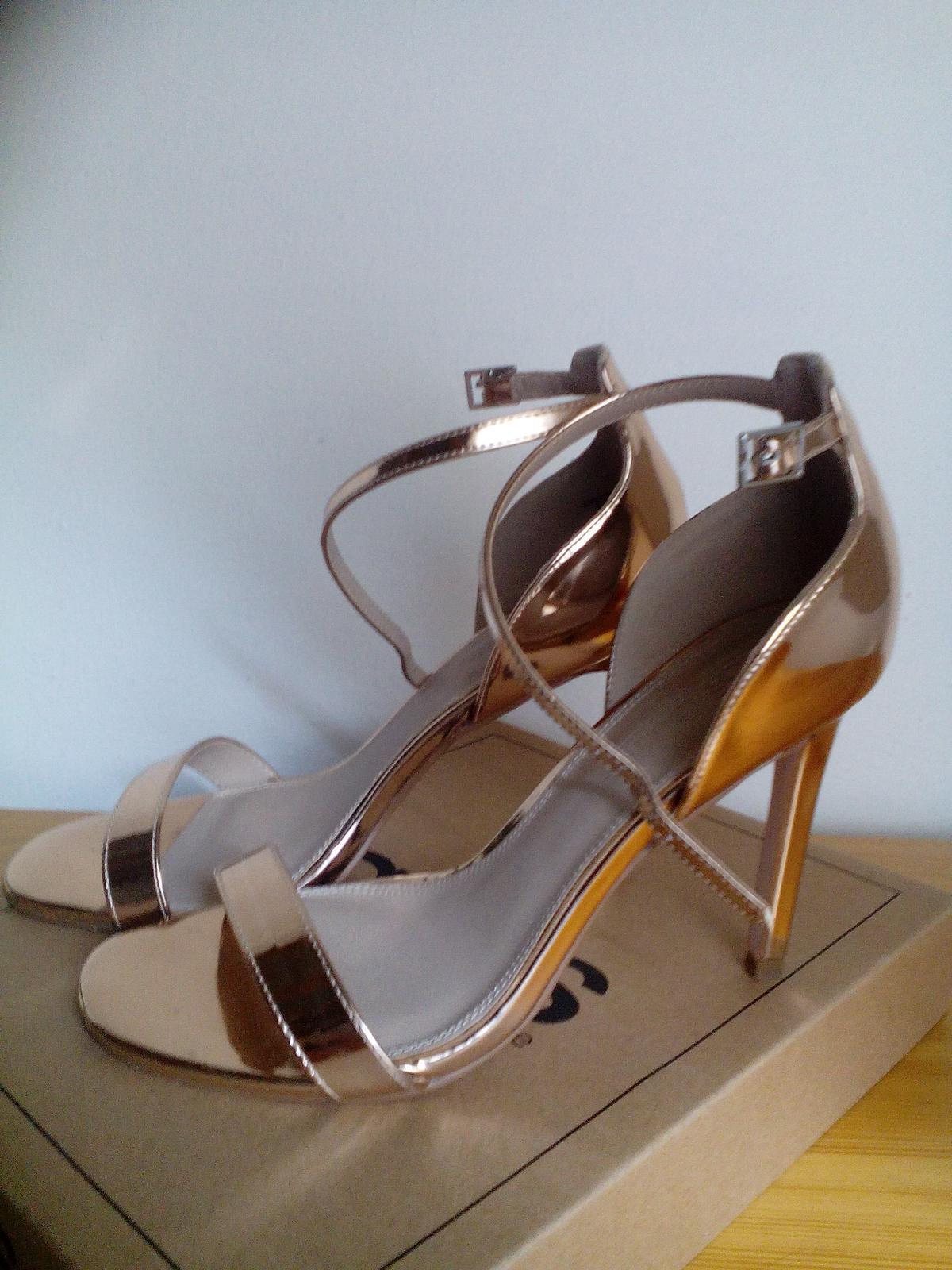 4daf1d1e6d47 Spoločenské sandále ružové zlato