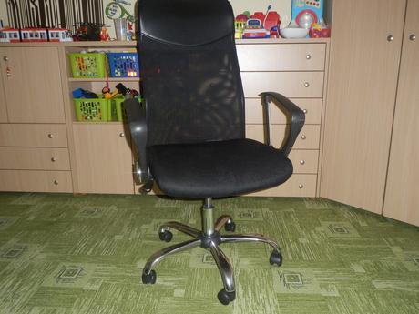 Kancelárska stolička,