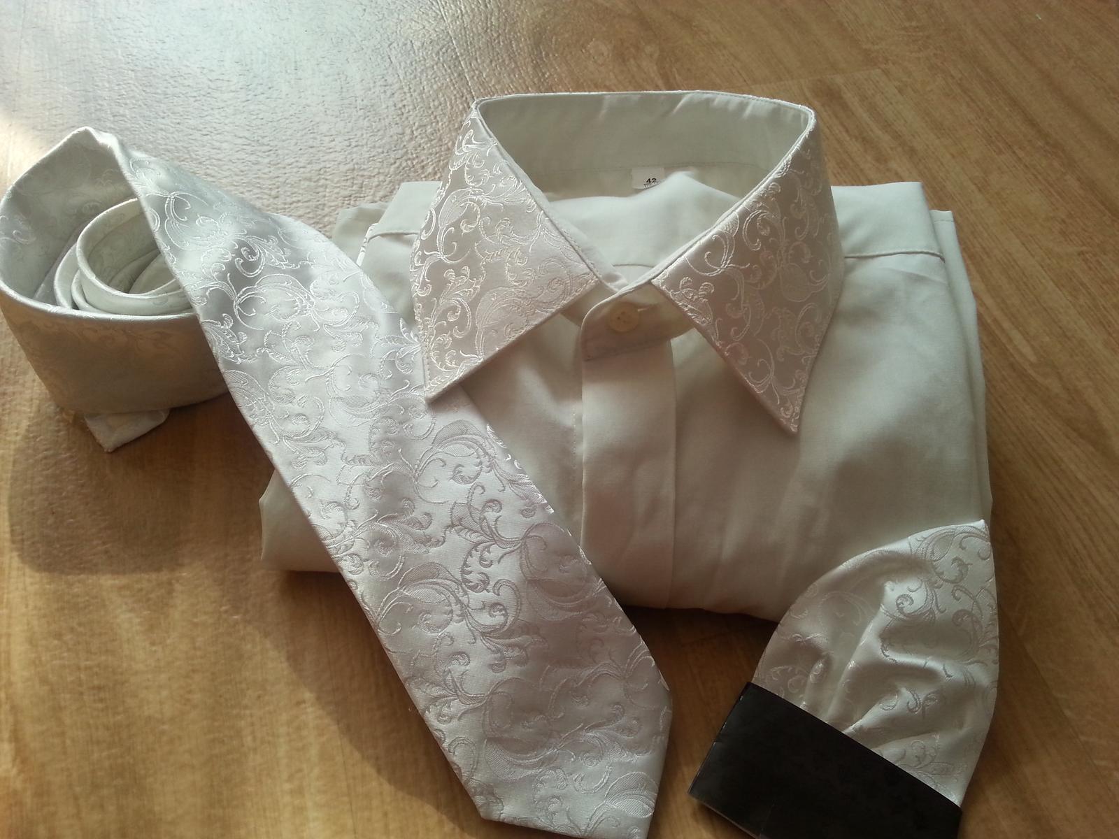 1c415ab679ae Pánska svadobná košela s kravatou a klopom