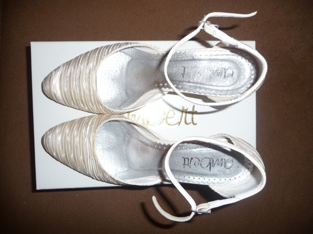 60e0f2fafbf65 Svadobné krémové topánky, 38 - 14 €   Svadobný bazár   Mojasvadba.sk
