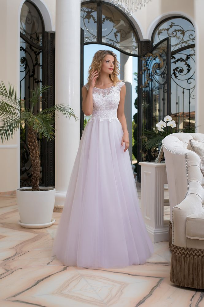 Exkluzívne dlhé svadobné šaty  072b2371ac3