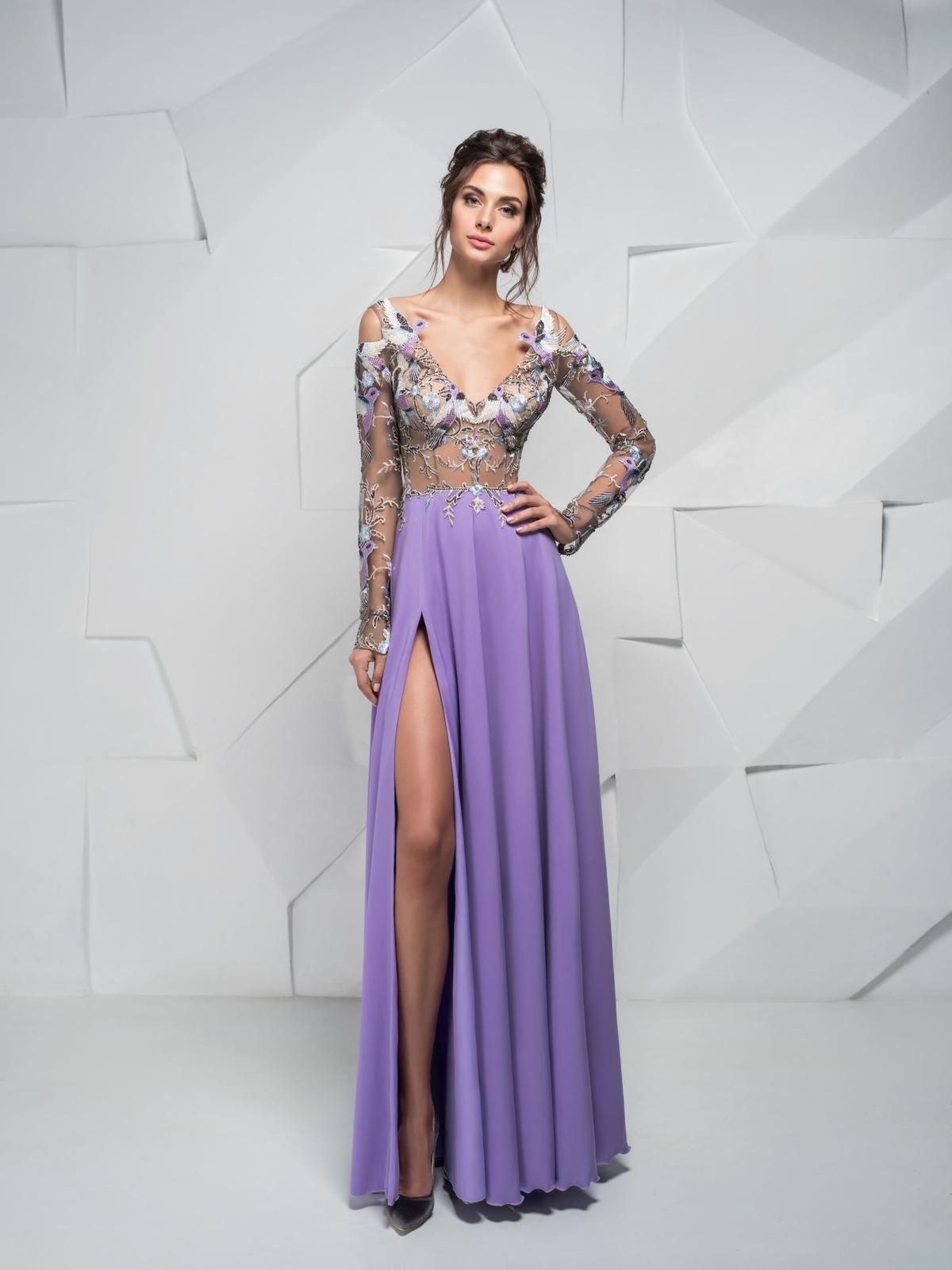 fc30b21f0235 Extravagantné spoločenské šaty