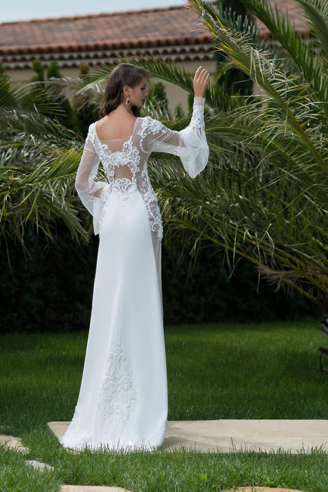 533cde3a0cfa Extravagantné svadobné šaty pre odvážne ženy