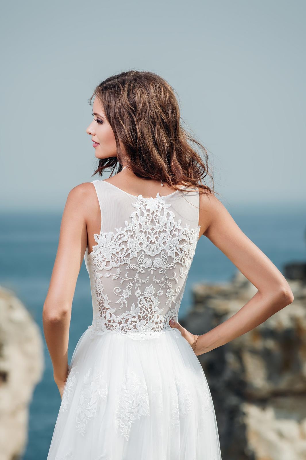 922ddbcab Jednoduché svadobné šaty s čipkovaným živôtikom , 36 - 651 ...