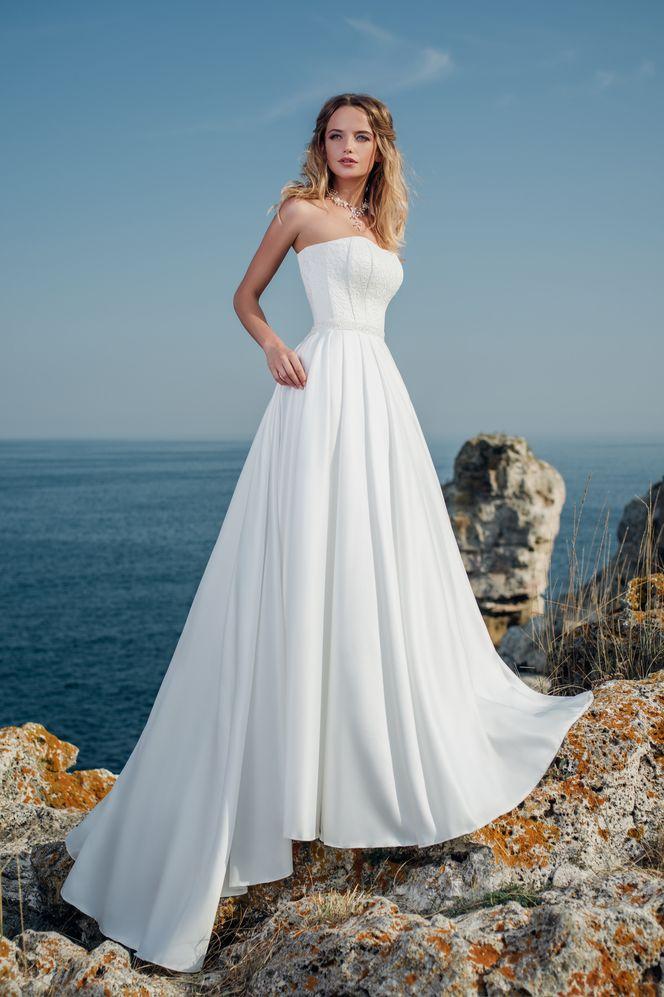 d872e880d5bb Jednoduché svadobné šaty s jemným vyšívaním