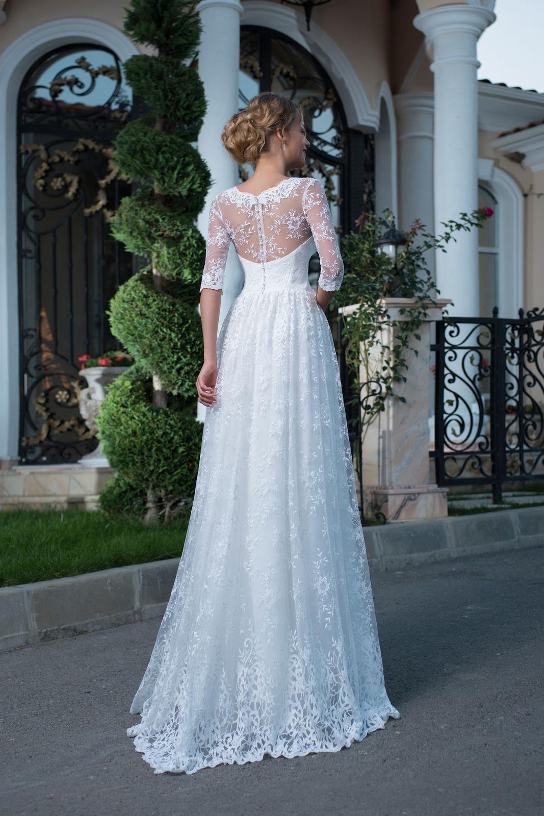 6be1bd0a54e9 Luxusné čipkované svadobné šaty