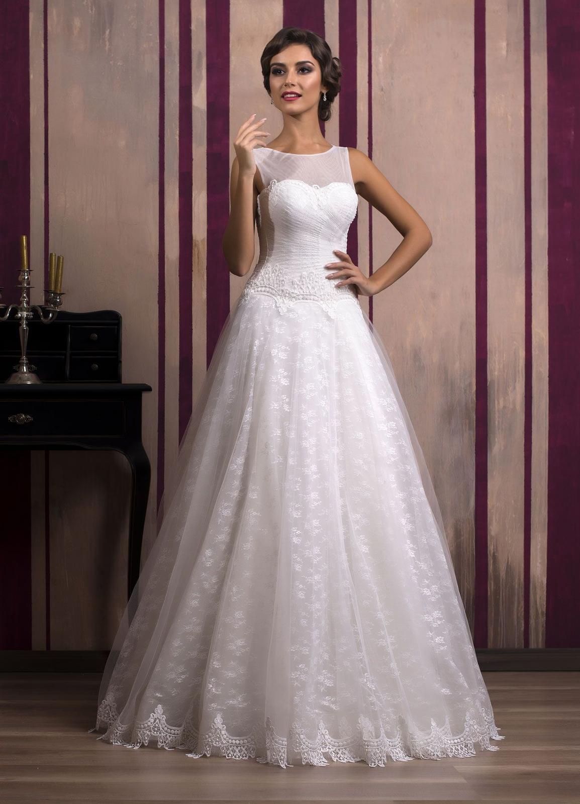 77d2b1f3100a Luxusné čipkované svadobné šaty šité na mieru
