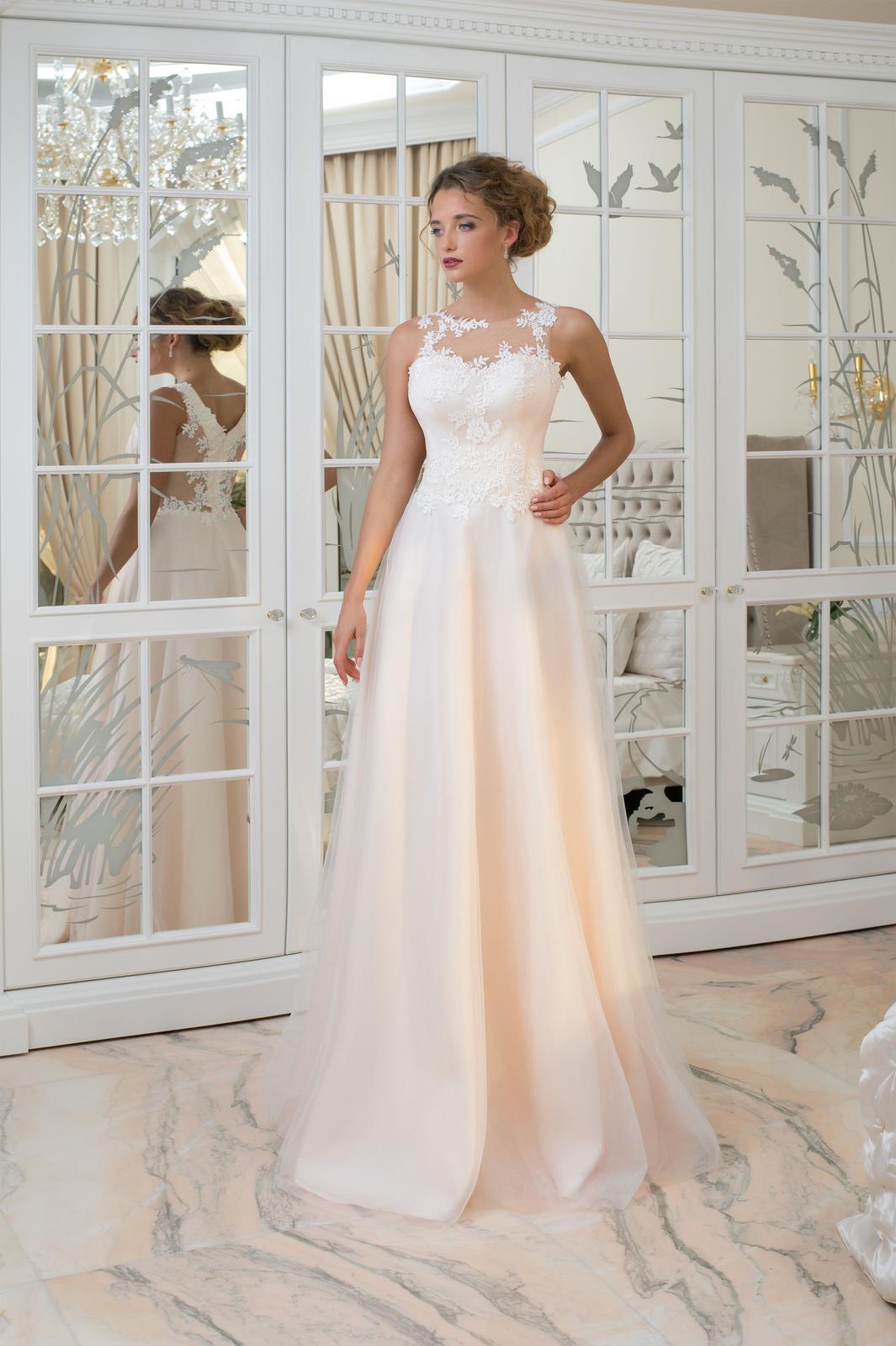Luxusné dlhé svadobné šaty s decentnou čipkou 774db4b3964