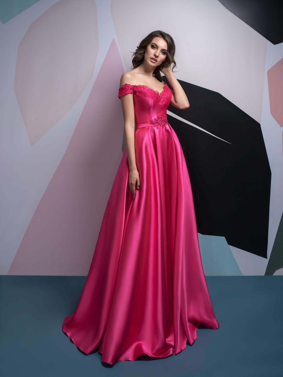 Luxusné spoločenské šaty 622ad25d586