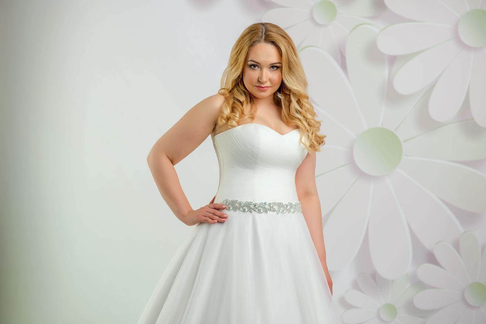 d9e2a3e0ba6f Luxusné svadobné šaty s vrstvenou tylovou sukňou