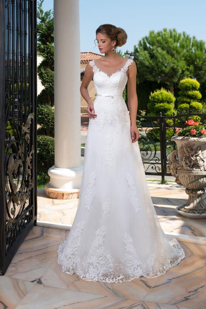 a5f3eafbf746 Luxusné vypasované čipkované svadobné šaty