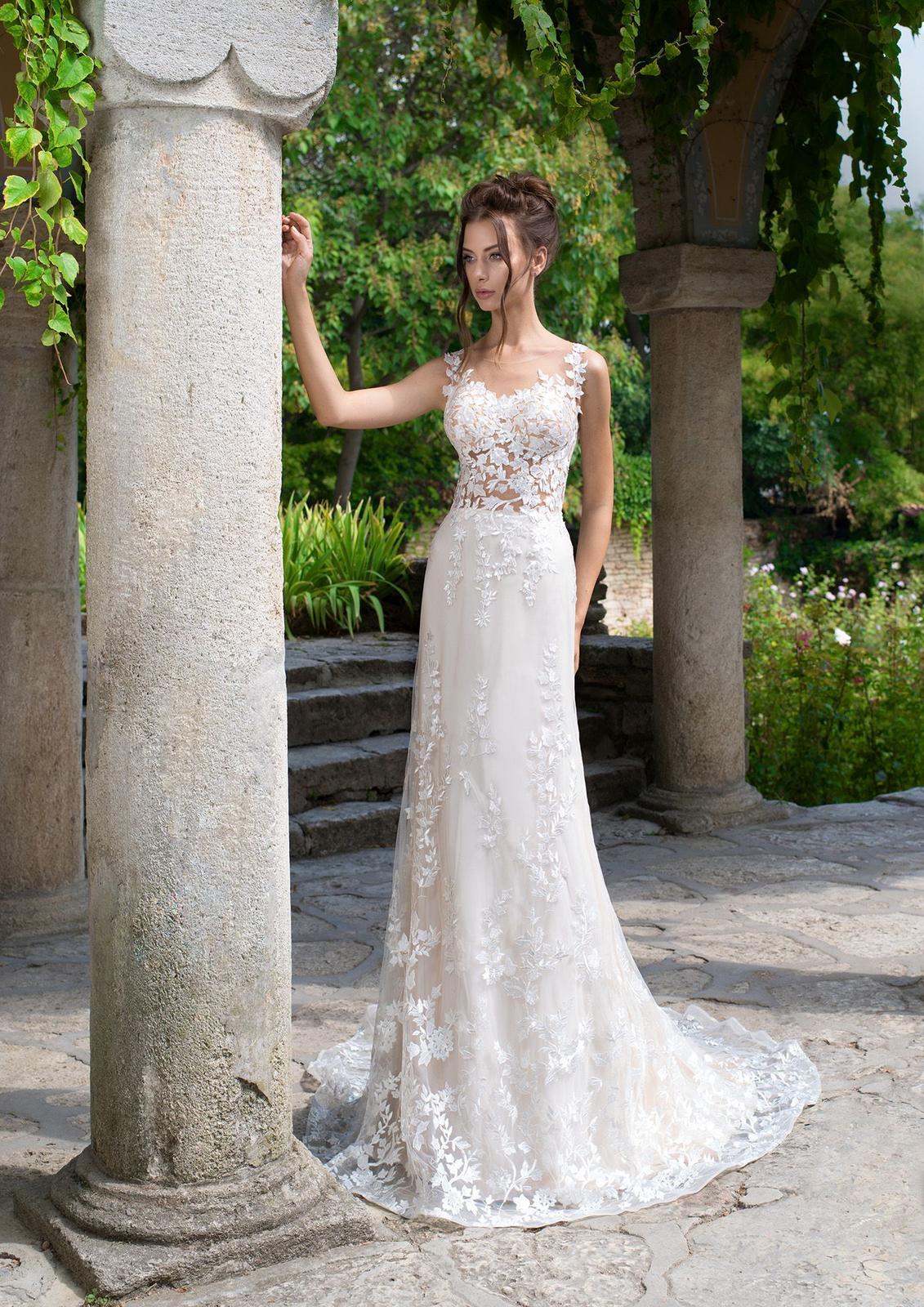 f2902a7ae56e Prekrásne čipkované svadobné šaty s vlečkou