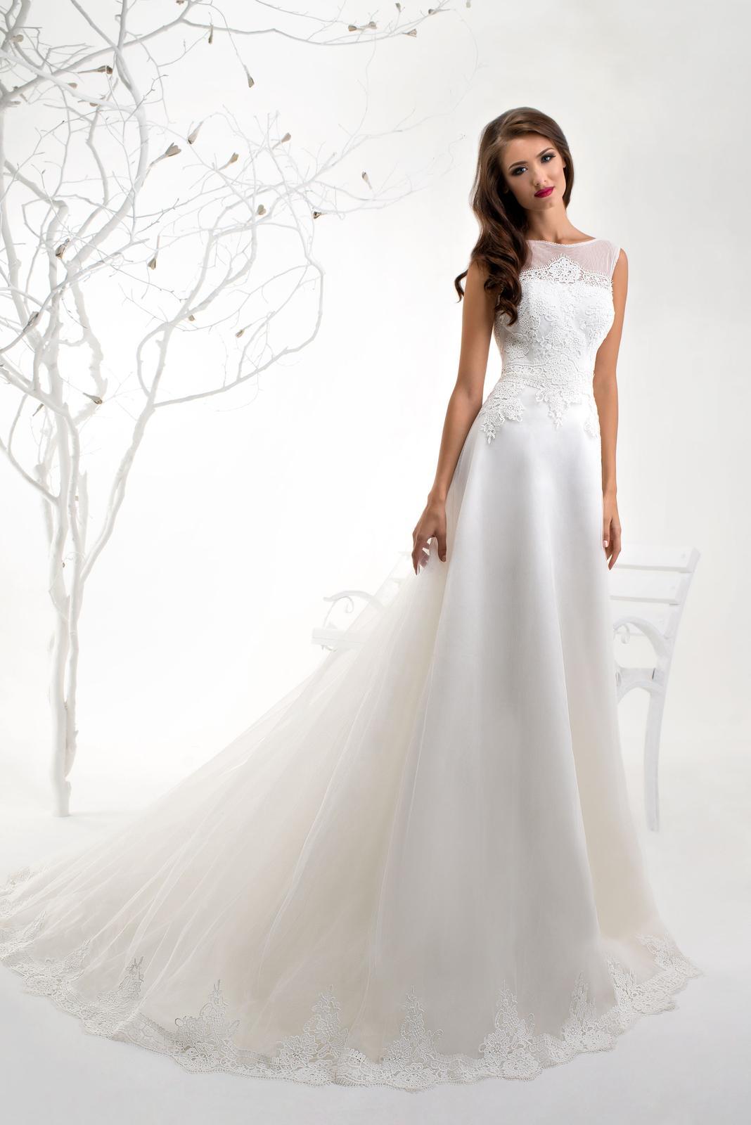 3c6bf9203221 Prekrásne dlhé šifónové svadobné šaty na mieru