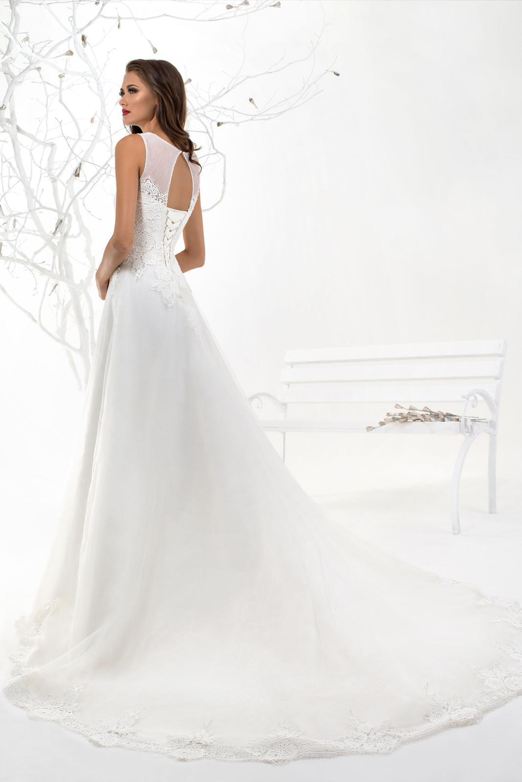Prekrásne dlhé šifónové svadobné šaty na mieru  410d00d8241