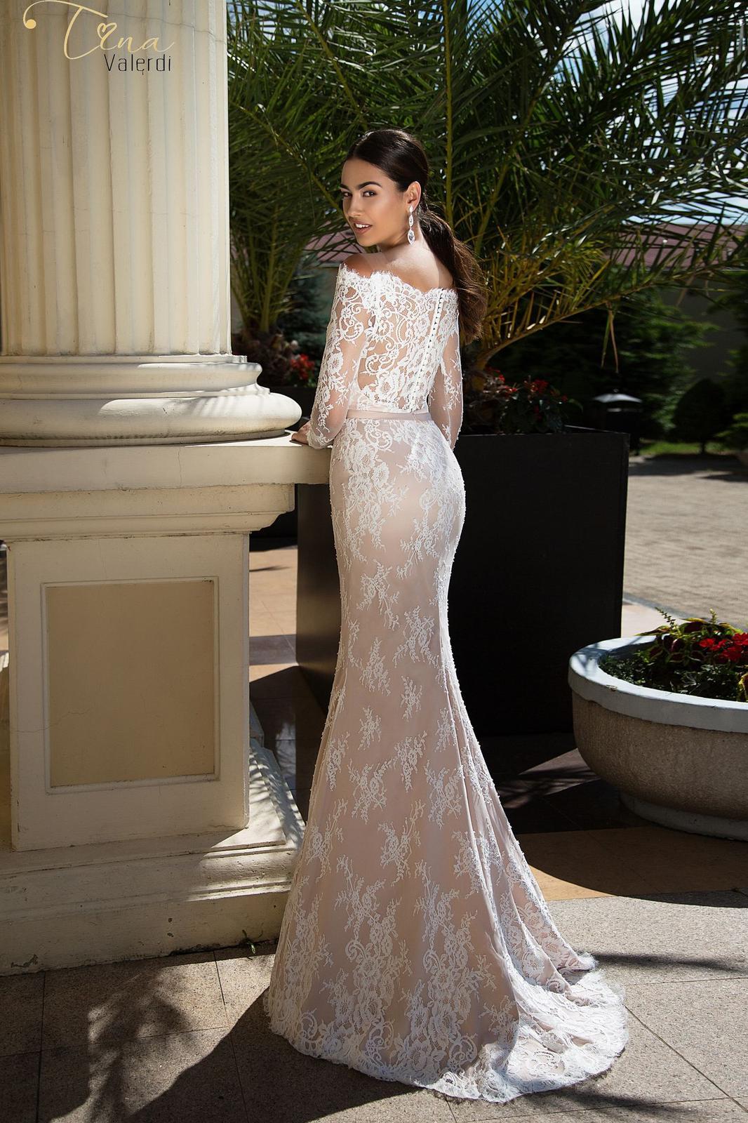 50baefc56868 Prekrásne luxusné úzke čipkované svadobné šaty