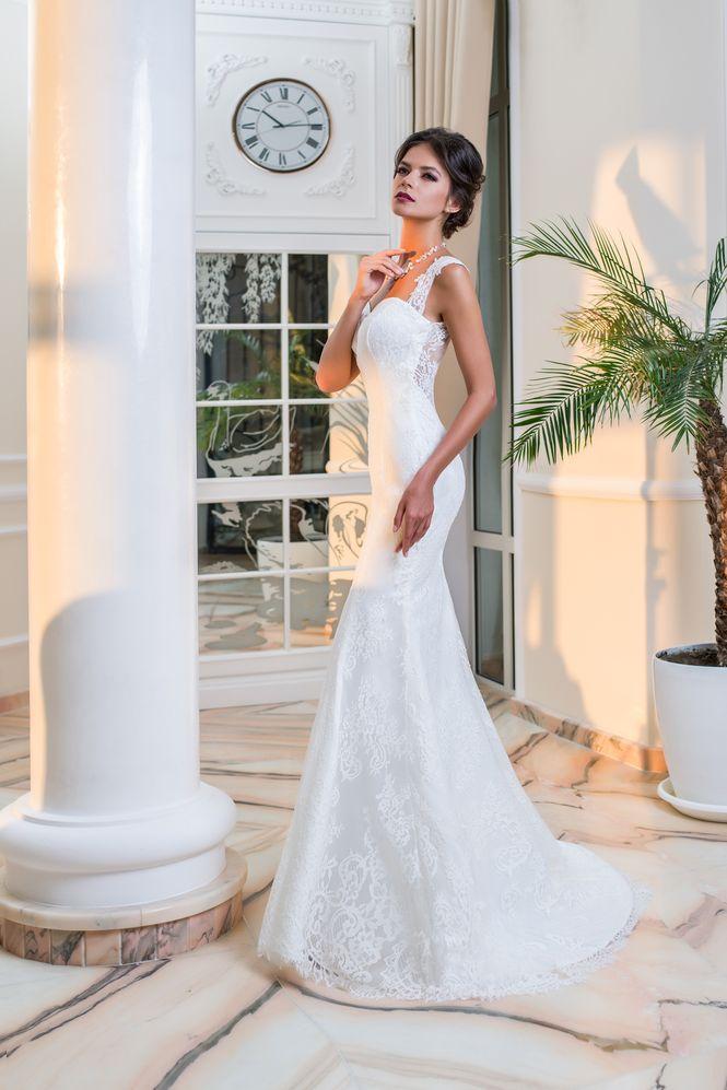 Priliehavé čipkované svadobné šaty  0eac6baa555