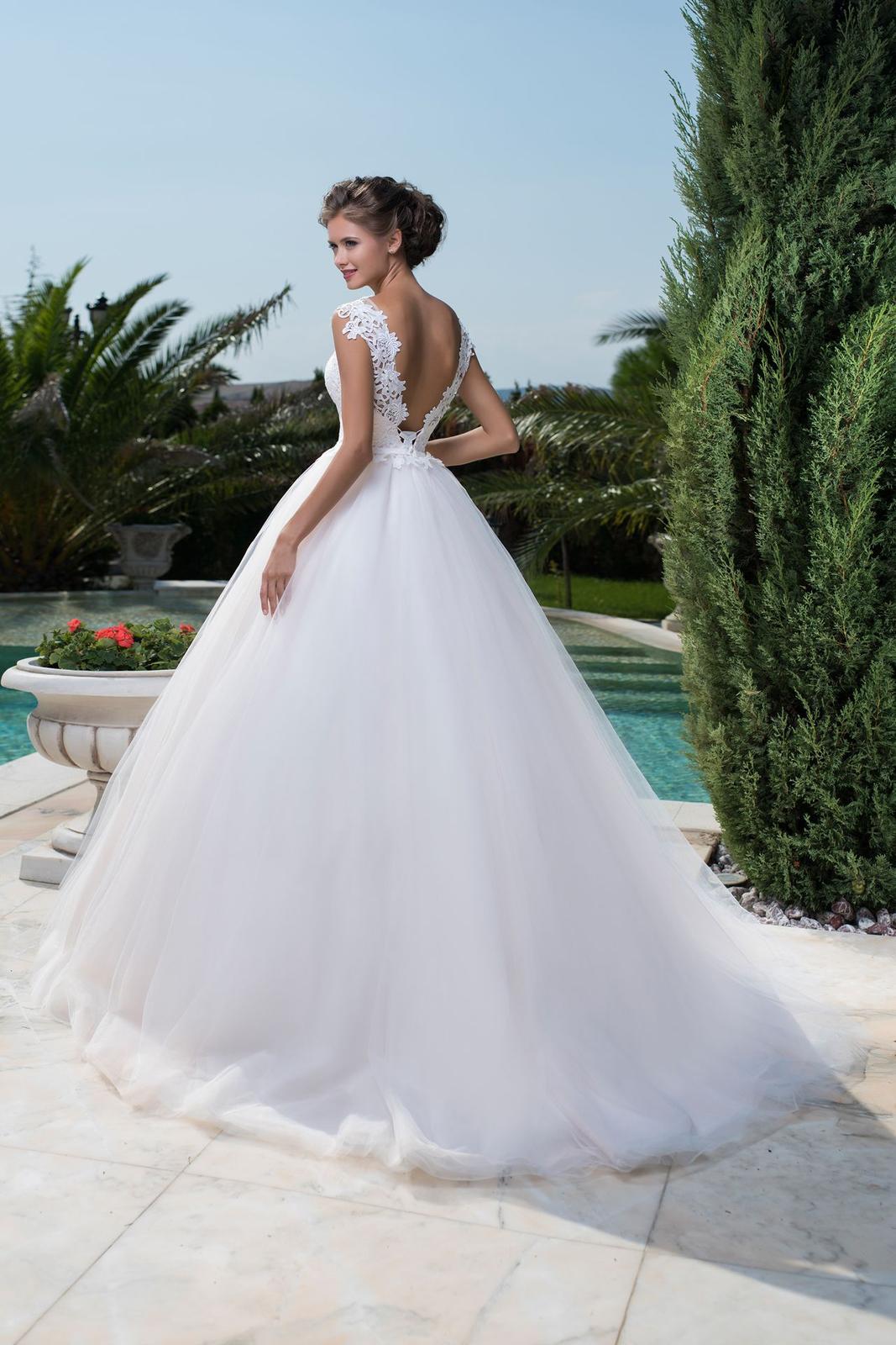 7240233eb41e Princeznovské svadobné šaty s nadýchanou sukňou