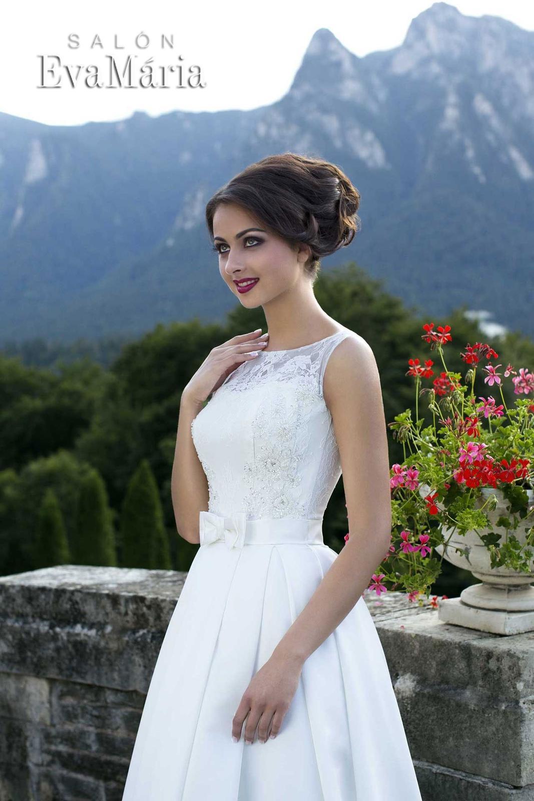 e14e22f54a91 Svadobné šaty s čipkovaným vrškom - na mieru