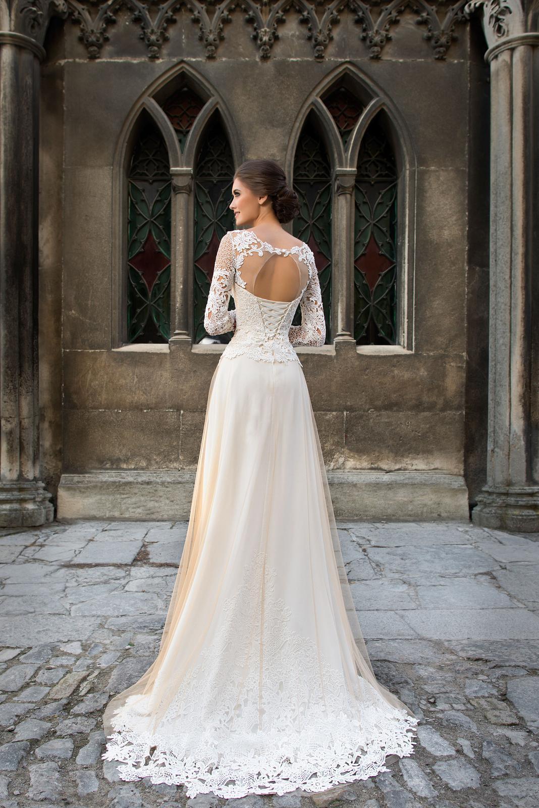 f92293881892 Svadobné šaty s krajkou - na mieru