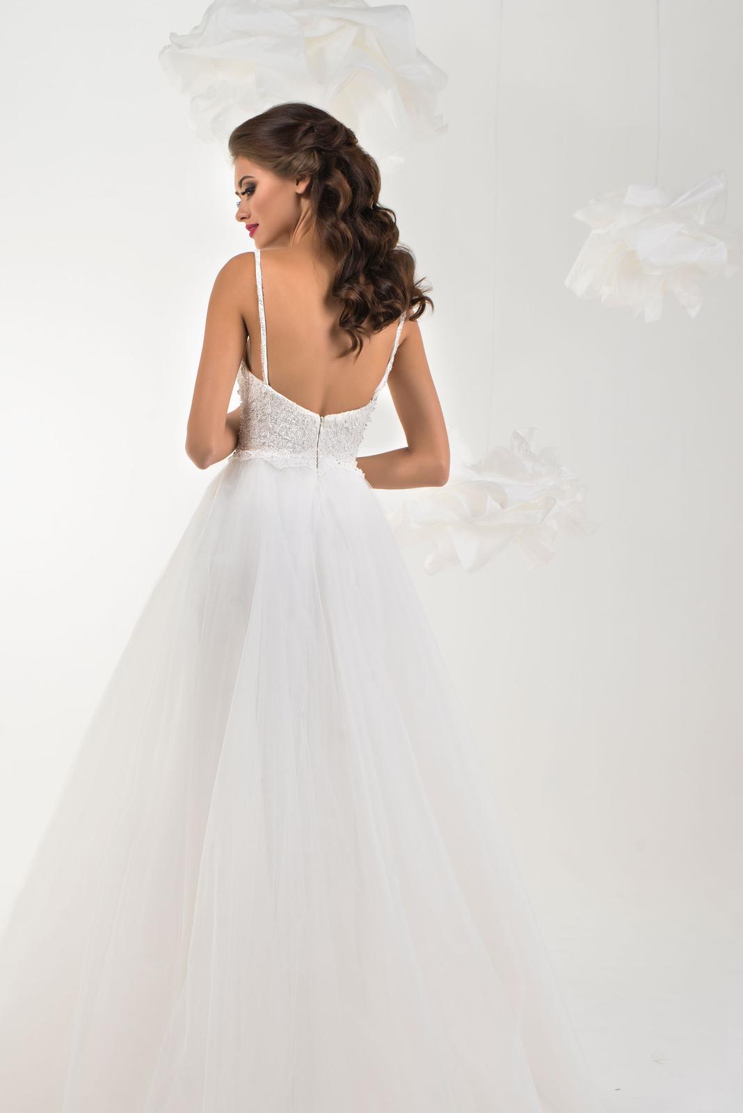 570efc8b34d6 Svadobné šaty s tylovou sukňou s tenkými ramienkam