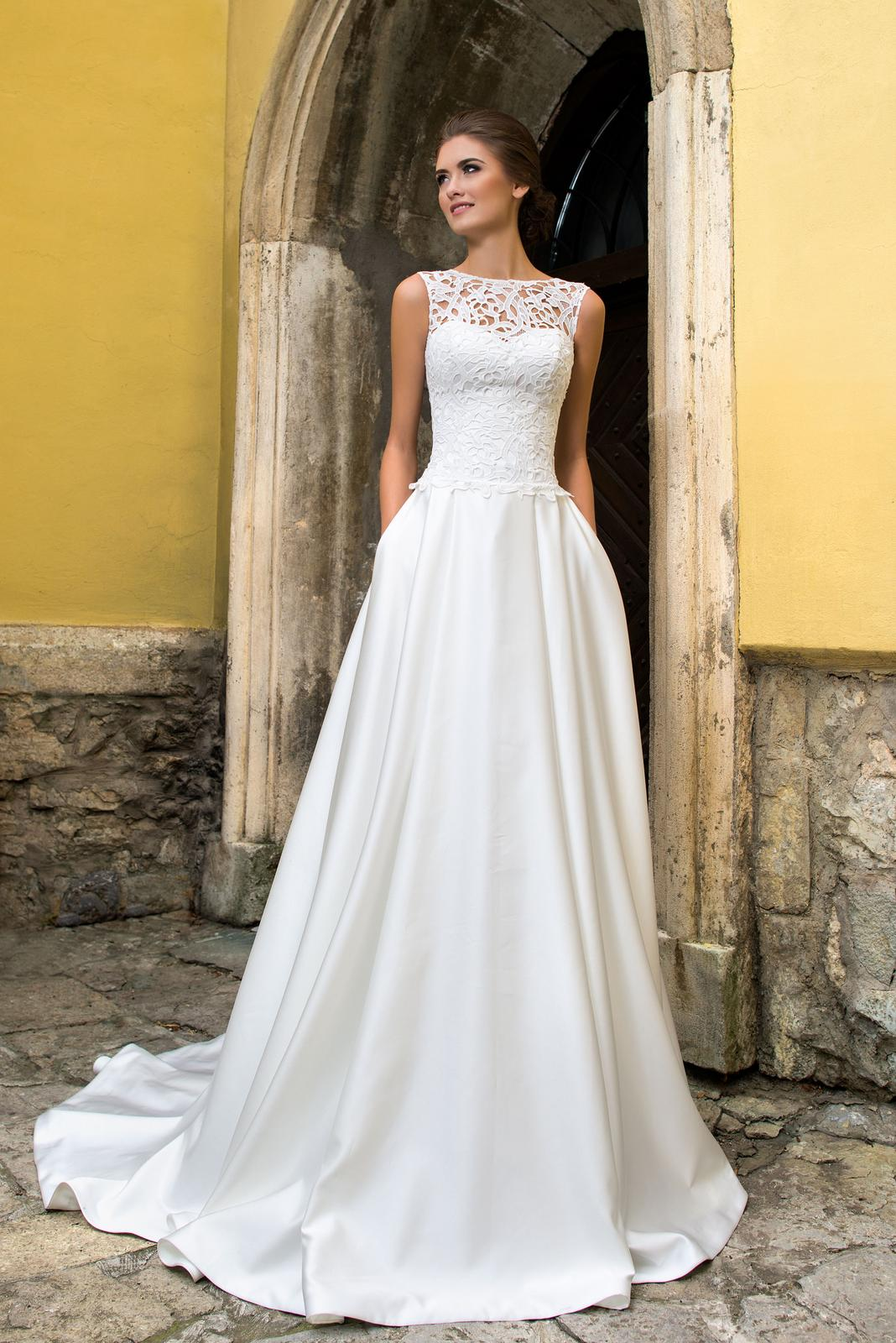 64340e3b3771 Svadobné šaty s vlečkou - na mieru