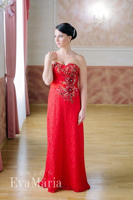 Čipkované luxusné večerné šaty - predaj / prenájom, L