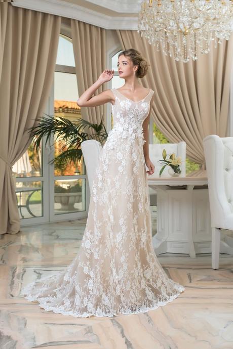 Čipkované svadobné šaty elegantného strihu , 36