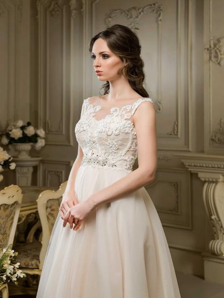 Elegantné svadobné šaty s čipkovaným životikom , 36