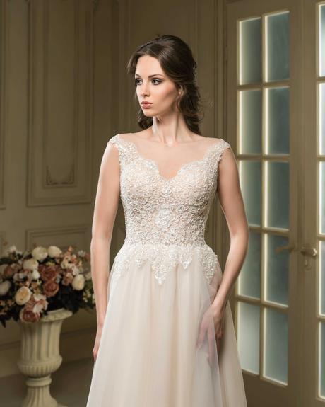 Kúzelné svadobné šaty s čipkovaným živôtikom , 34