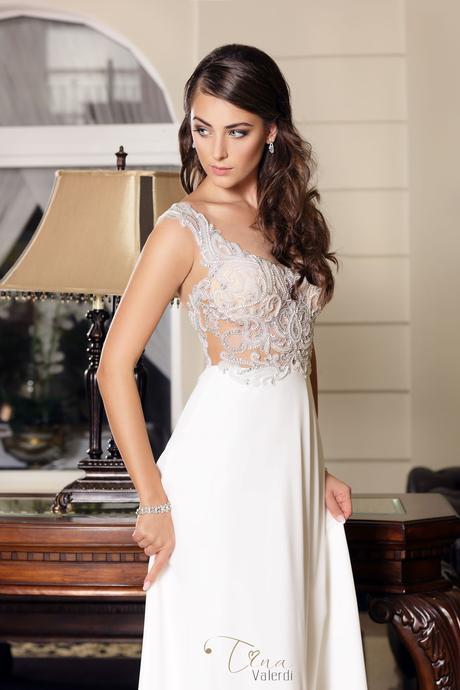 Kúzelné svadobné šaty so zdobeným živôtikom , 34