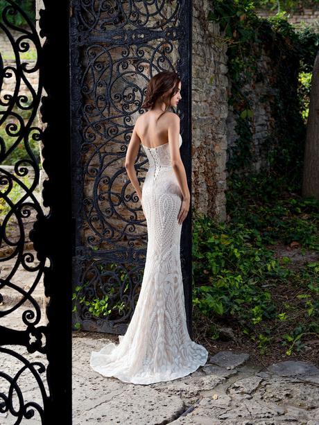 Luxusné svadobné šaty s efektom hadej kože, 36