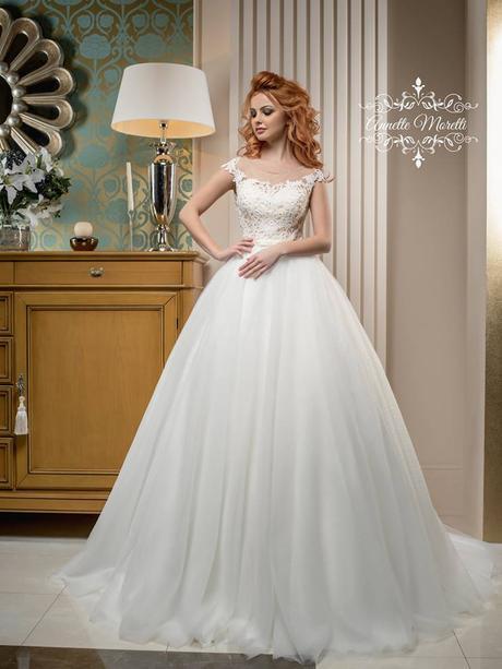 Luxusné svadobné šaty s princeznovskou sukňou, 40
