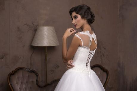 Luxusné svadobné šaty so širokou sukňou s čipkou, 38
