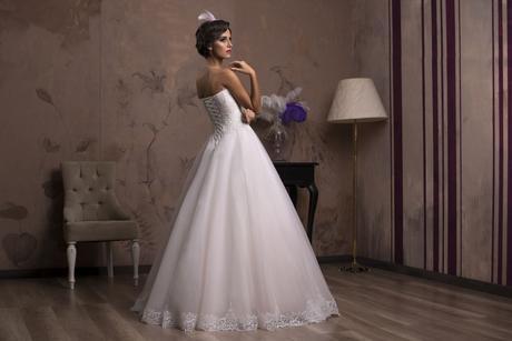 Nádherné svadobné šaty so širokou sukňou na predaj, 36
